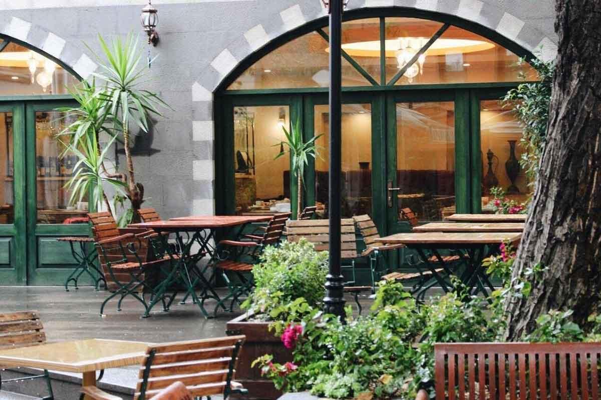 رستوران باغ مزه