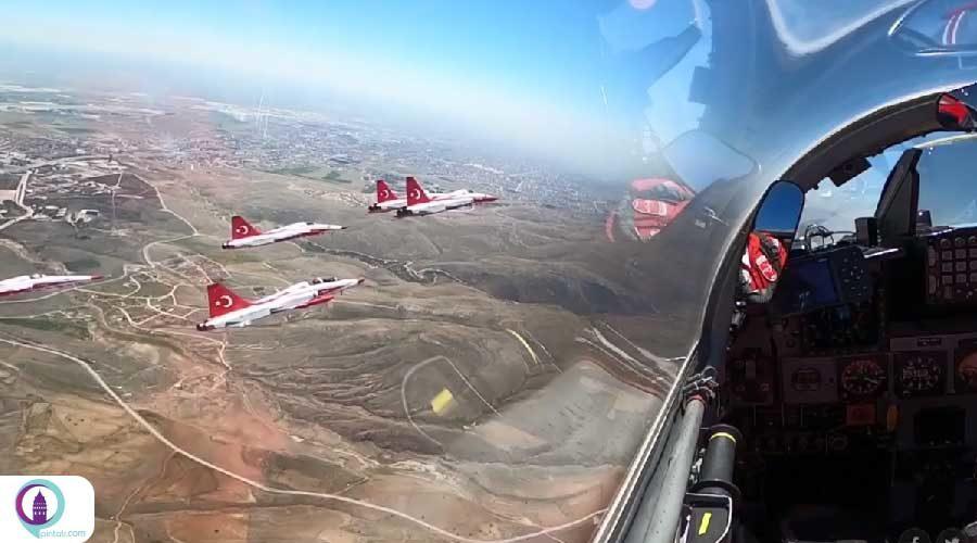 نمایش تیم آکروجت نیروی هوایی ترکیه به مناسبت صدمین سالگرد تاسیس مجلس ترکیه