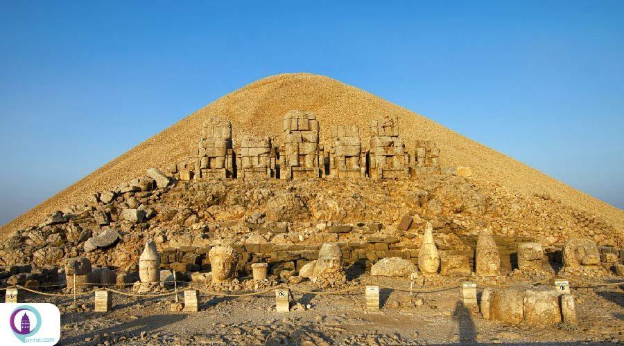 کوه نمرود ترکیه هنگام طلوع و غروب خورشید