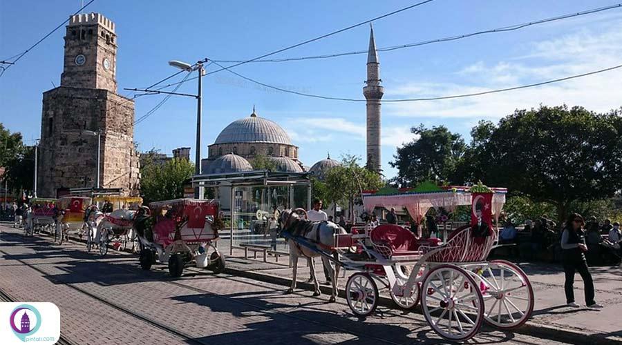 زندگی در استانبول یا آنتالیا