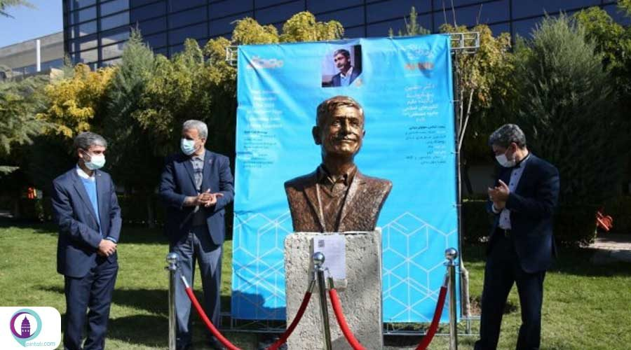 نصب سردیس دو دانشمند ترک در تهران