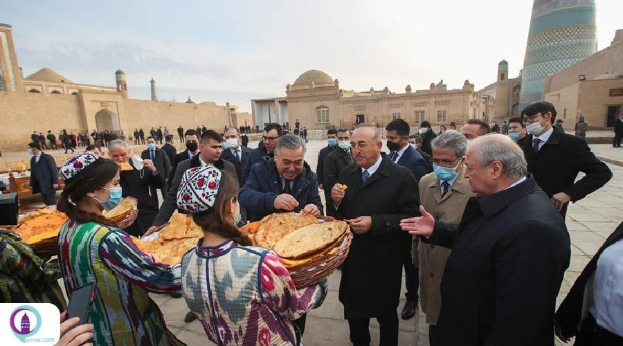بازدید وزیر خارجه ترکیه از شهر تاریخی خیوه در ازبکستان