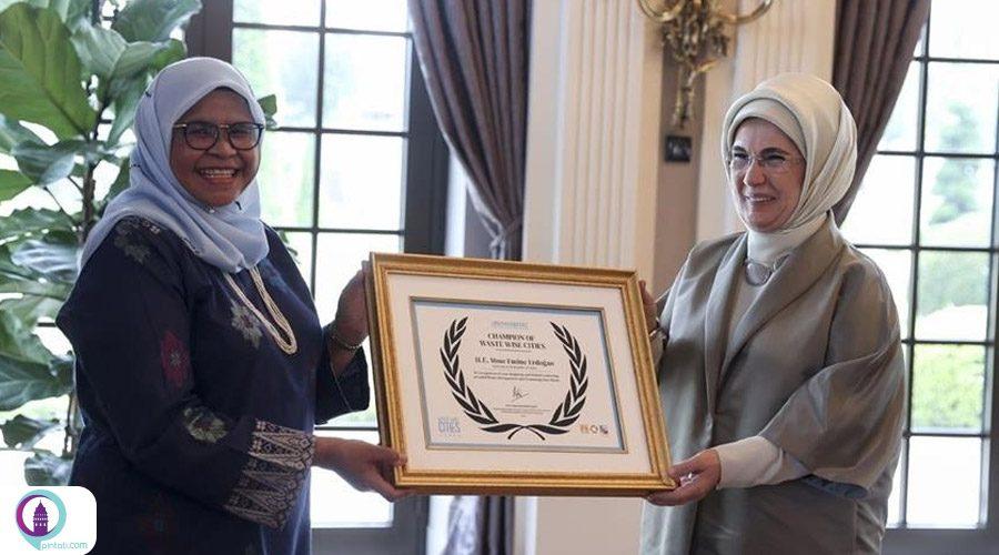 اهدای جایزه مرکز اسکان بشر سازمان ملل به امینه اردوغان