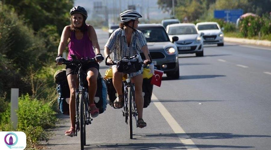 سه زن دوچرخهسوار