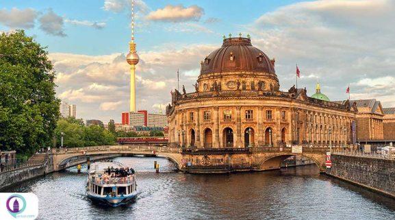 پل برلین برج رودخانه