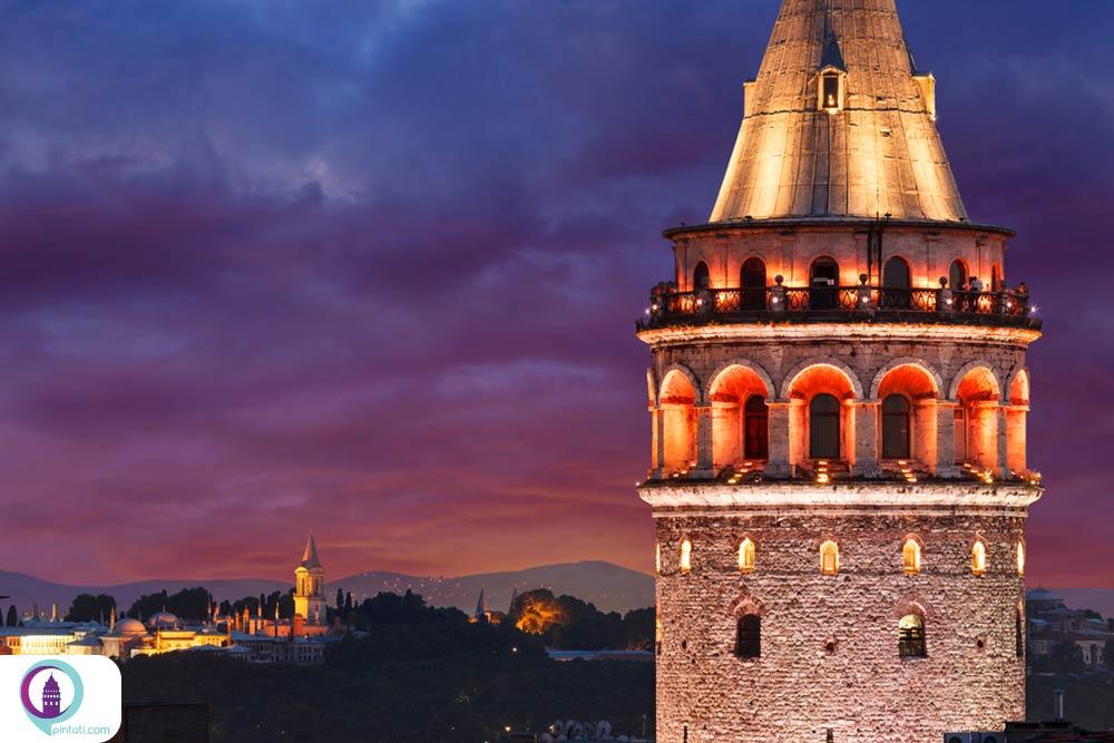 برج گالاتا از لوکیشنهای رومانتیک استانبول